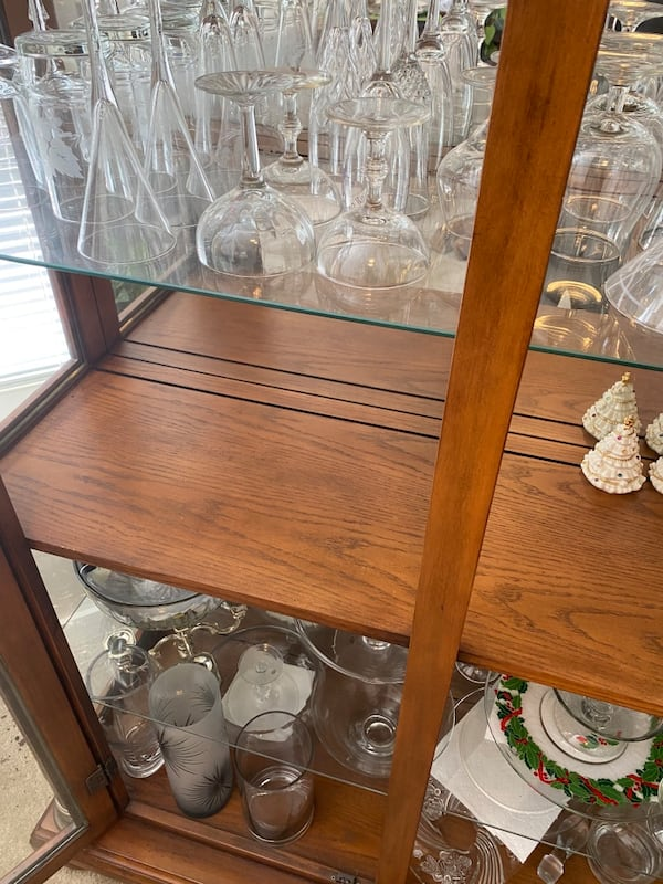 China Closet, Wooden Excellent Condition  937d8b3c-61b8-4747-8ae7-7ad0478e9083