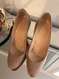 pair of brown leather heeled shoes Mississauga, L5V 2Y8