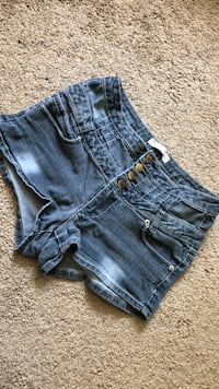 Size 11  Highrise Jean Shorts Morristown, 37814