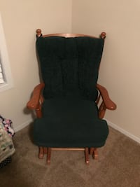 Green and brown wooden armchair Muskegon, 49442
