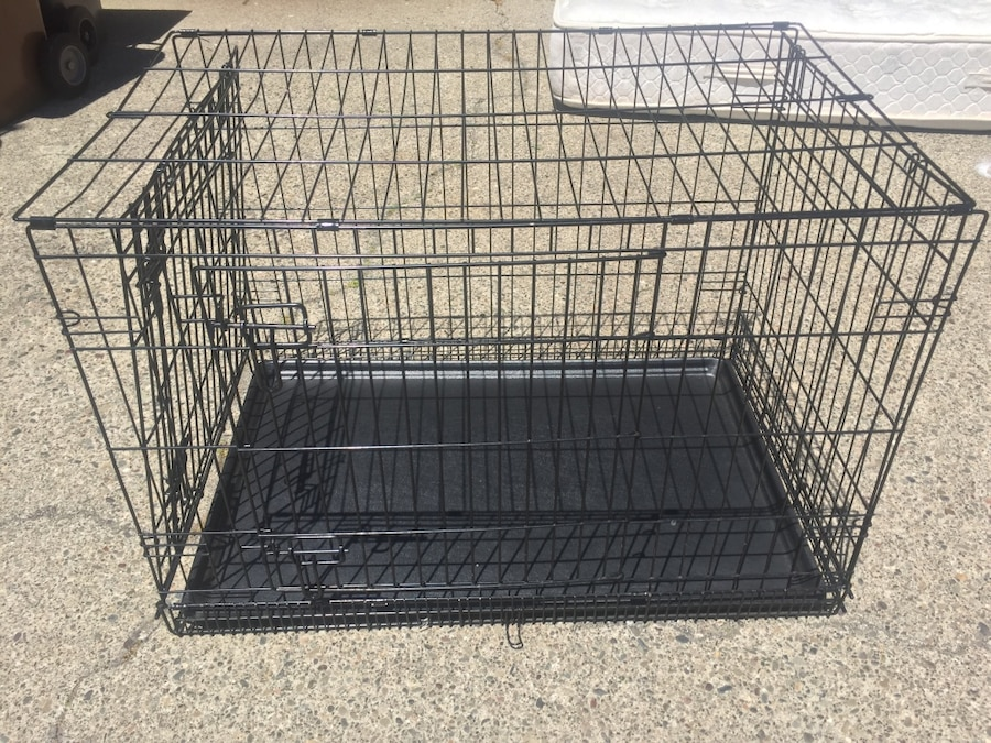 Black colapsible pet cage