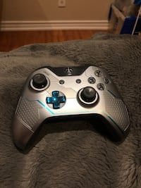 Xbox one limited edition spartan Lock Controller ????  Vaughan, L4J 3B6