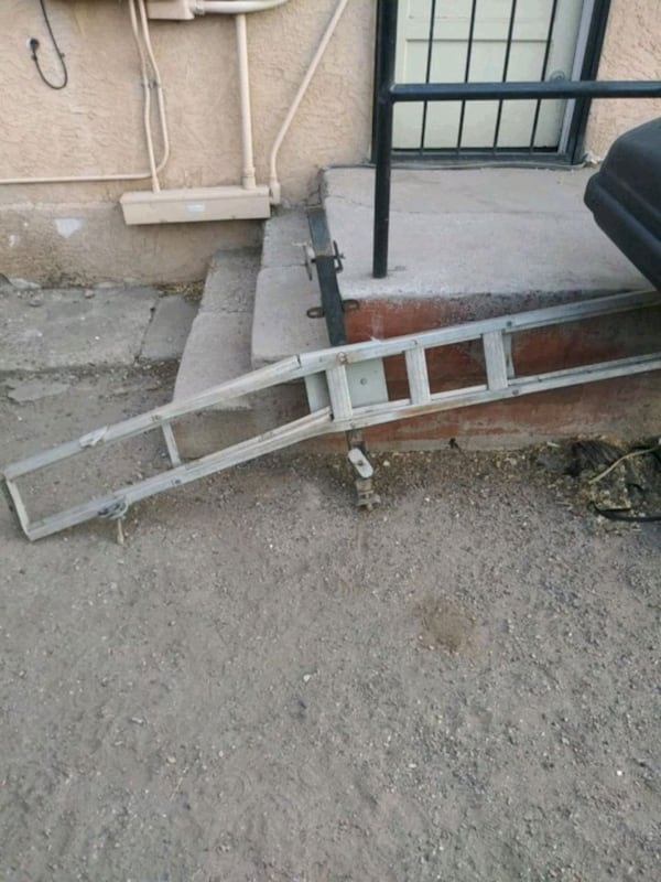 Motorcycle carrier c6adfbad-9544-45f0-abe7-4d12e09e8d89