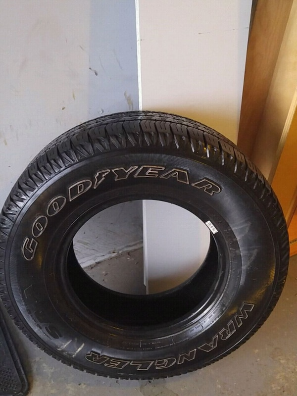 4 very good tires for sale ( Goodyear P235/75 R15)