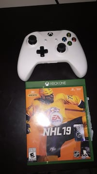 white Xbox One game controller