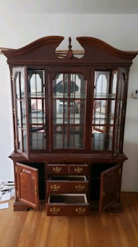 China cabinet in Excellent condition  Randallstown, 21133
