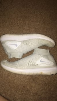 pair of white Nike Free shoes Bowling Green, 42103