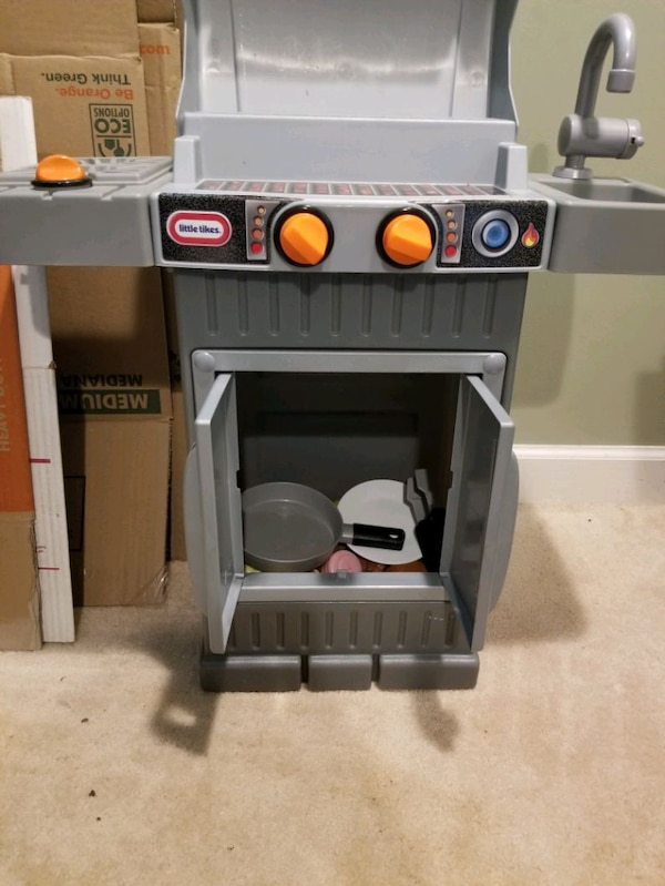 Little Tikes Play Grill with play food c673d076-7a15-474f-9d56-e8f98e91b1ba