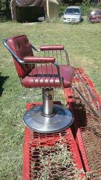 red barber chair, the hydrolic lift works. Vernon, V1B 3N2