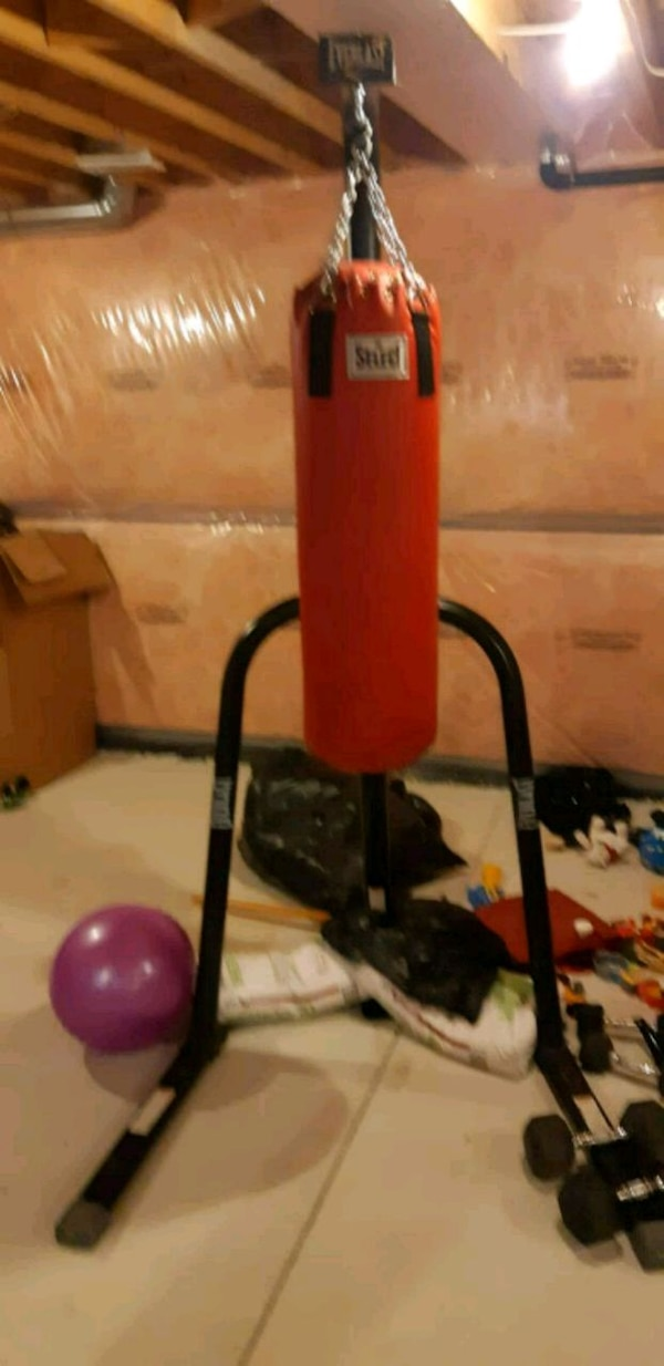 Everlast Punching Bag and Stand *Delivery Available* 2514a4ce-5796-476d-b0b4-8cd203b76229