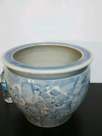 Large ceramic flower pot Oakville, L6H 6E2