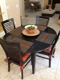 round black wooden 5-piece dining table Henderson, 89074