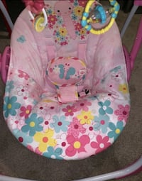 baby's pink and white swing chair Norfolk, 23502