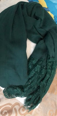 Women's green scarf  Mississauga, L4Y