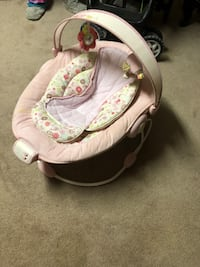 baby's white and green bouncer Boisbriand, J7G 3B4