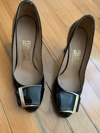 Ferragamo high heels in black patent leather. In very very good conditions, barely worn. For all your fashionistas out there...size 7.5US.  Alexandria, 22305