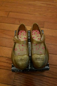 Mini melissa gold heart shoes toddler sz10 Silver Spring, 20906