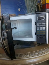 white and black microwave oven Lathrop