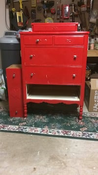 Red wooden 6-drawer chest Oklahoma City, 73013