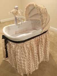 Hand made baby bassinet Chantilly, 20152