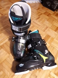 black-yellow-and-teal snowboard boots Toronto, M3C 1P6
