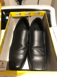 pair of black leather loafers with box 552 km