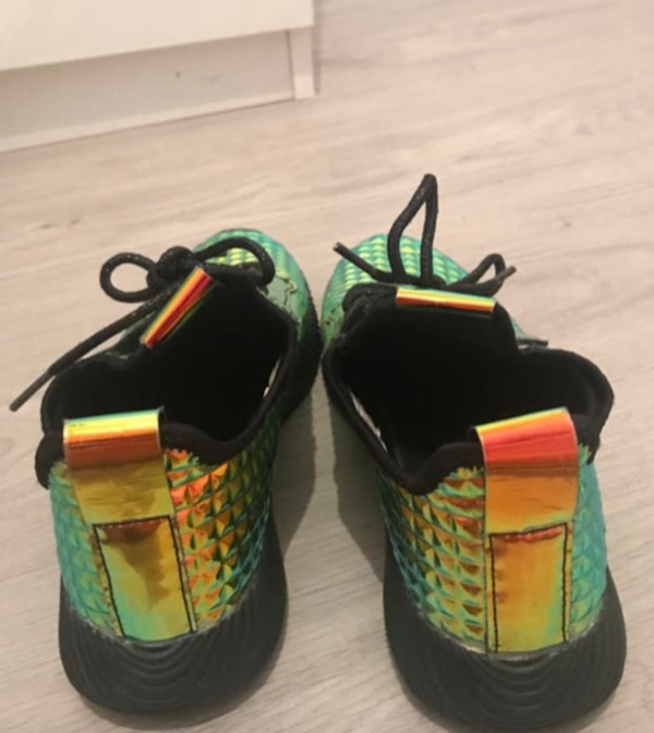 Forever 21 Shiny Trainers c50d11cb-3caf-4f06-8c9c-6646942d185f