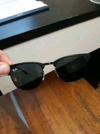 Matte Black Ray Ban Sunglasses w/cloth, 1 leather& 2 fabric cases