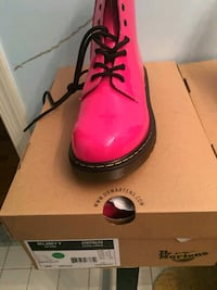 pair of pink leather dress shoes with box Washington, 20019