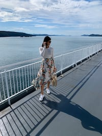 Guess floral asymmetrical skirt Vancouver, V7Y 0A1