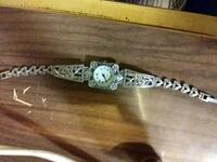 silver-colored analog watch with link bracelet Oshawa, L1H 3H4