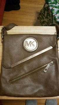 brown Michael Kors leather crossbody bag 36 mi