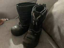 Winter boots size 9 (boys)