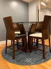 Counter-Height Round Dining Table - Glass Top + 4 chairs Washington