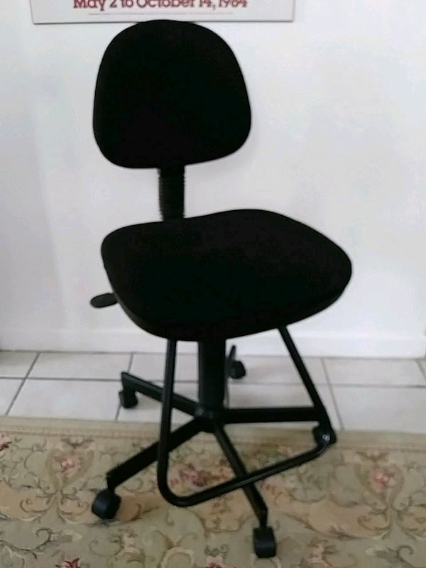 Desk Chair 978576ed-57f4-4abf-bf51-c9e4919728c7