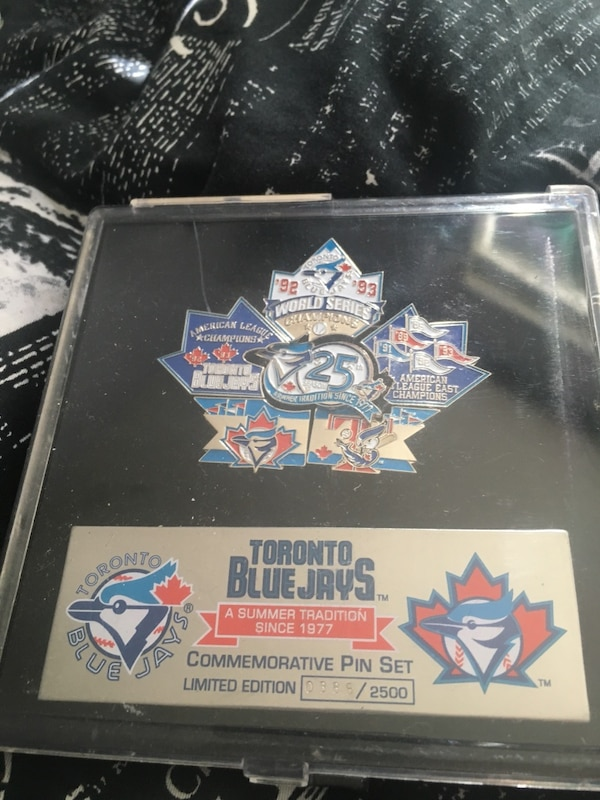 Blue Jays Maple commemorative pins  509ed587-1768-46ec-82ee-f06d1f46de07