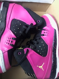 Pair of pink air jordan basketball shoes in box Non négociable Montréal, H2W 1L4