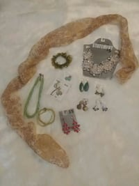 SCARF AND JEWELRY BUNDLE  Greeneville, 37743