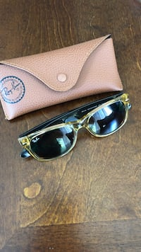 Ray Ban sunglasses with case Streamwood
