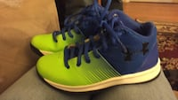 Pair of yellow-and-blue under armor size 13.5 boys shoes 182 mi