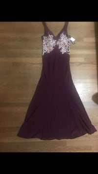 New Xscape burgundy embroidered gown size: 10 & 12 Cary