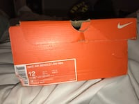 brand new, never worn- men's nike air behold low nbk size 12 Newburgh, 47630