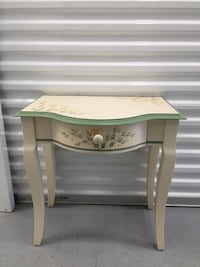 Pretty Wooden Accent Table  Henrico, 23228