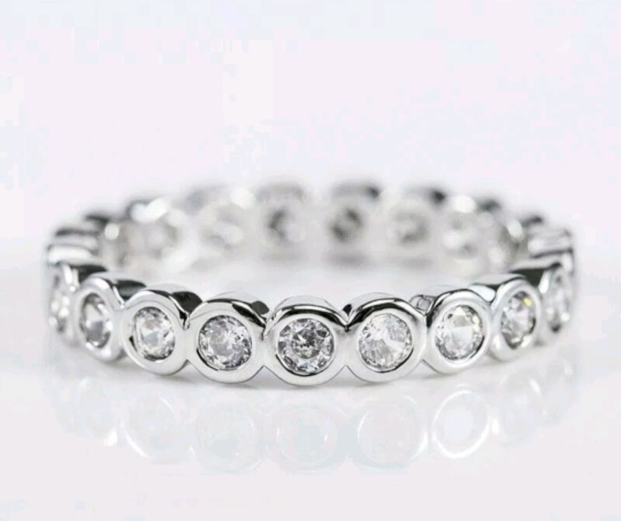 Photo Round White Sapphire band .925 Sterling Silver