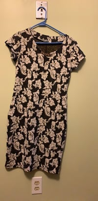 black and white floral scoop neck cap sleeve dress London, N6C 5S7