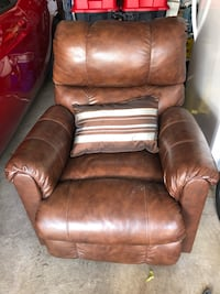 brown leather recliner sofa chair Toronto, M6M 5K9