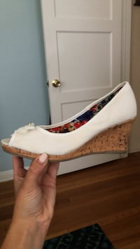 7.5 width white wedge sandals  Los Angeles, 91602