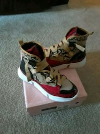 pair of red-and-white high top sneakers Hyattsville, 20781