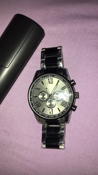 round silver chronograph watch with silver link bracelet Washington, 20002
