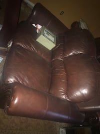 Leather couches very good condition Dunellen, 08812